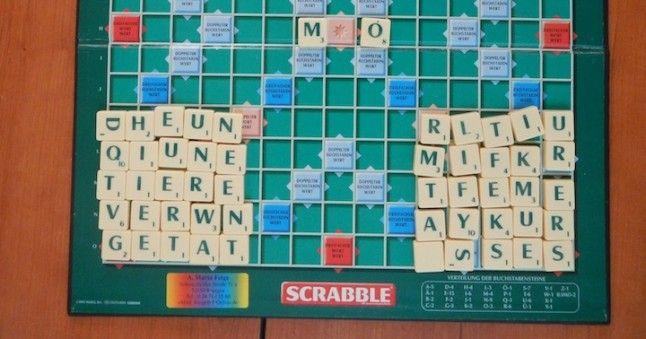 Scrabble Brett mit Buchstaben
